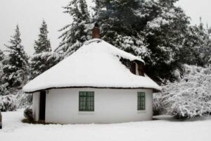 Lothlorien Cottage in Hogsback in the snow